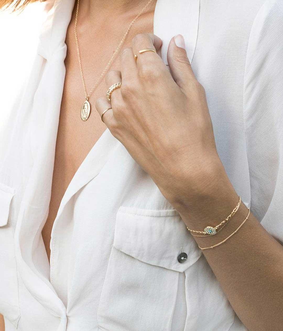 VM-oval-necklace-model-2