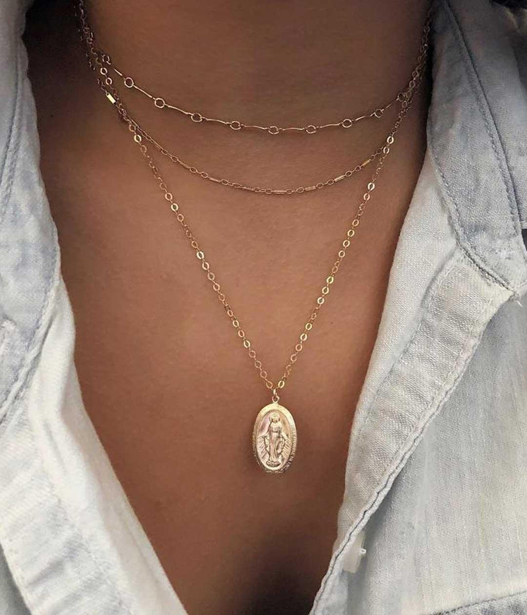 VM-oval-necklace-model