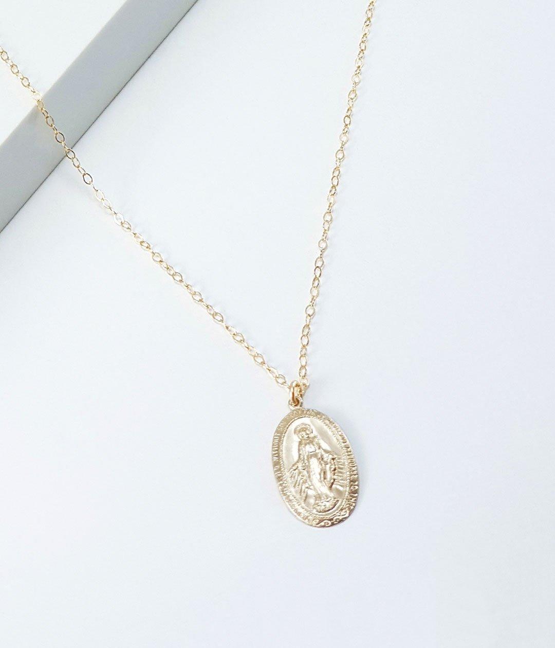 VM-oval-necklace-zoom