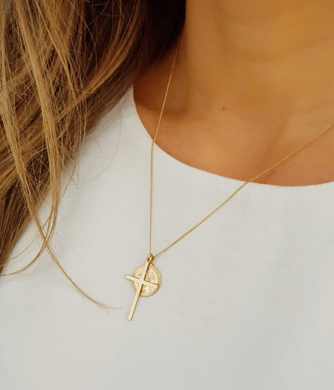 cross-vm-necklace-model
